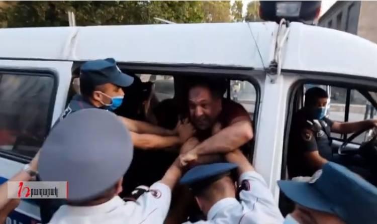 Ոստիկանները թույլ չտվեցին այրել Սորոսին